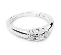 Balto aukso sužadėtuvių žiedas su 0.91 karatoBriliantu
