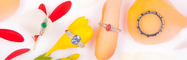 Žiedai su brangakmeniais (safyru, smaragdu, briliantu)