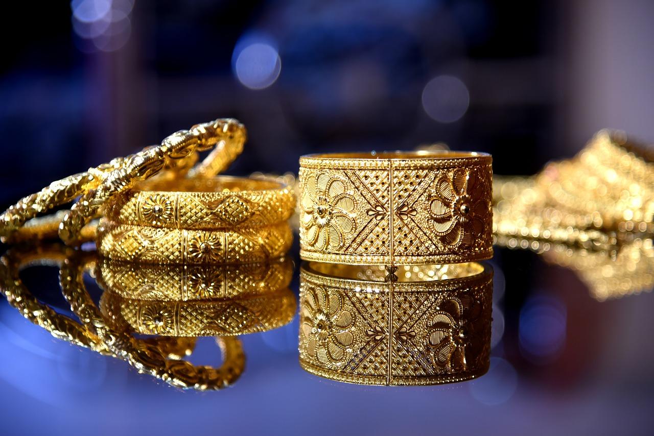 Auksiniai juvelyriniai dirbiniai
